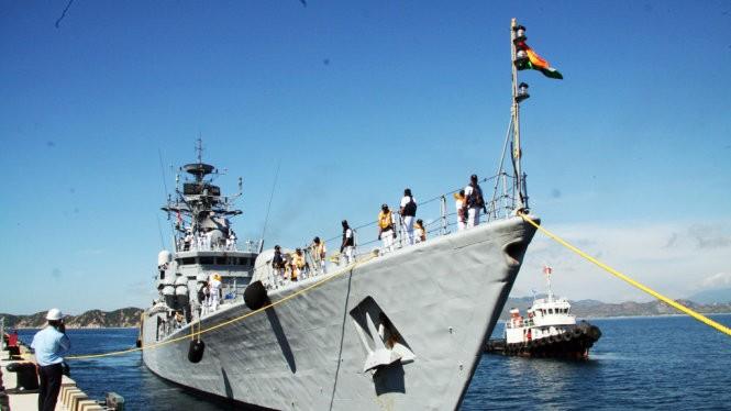 Tàu hộ vệ INS Kirsch đang vào cập Cảng quốc tế Cam Ranh
