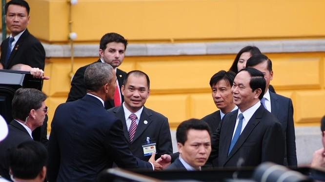 Chủ tịch nước Trần Đại Quang đón Tổng thống Obama tại Phủ Chủ tịch hôm 23/5