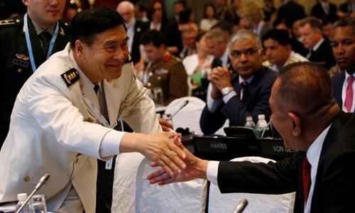 Đô đốc Tôn Kiến Quốc (trái) tuyên bố tới Shangri-la để nghe lý lẽ, không khuất phục bá quyền. Ảnh: Reuters