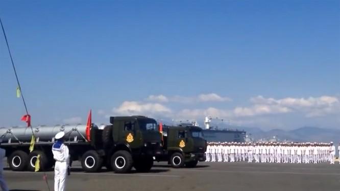 Lực lượng hải quân Việt Nam là một trong những quân binh chủng tiến thẳng lên hiện đại. Trong ảnh là tên lửa Klub-S của hải quân Việt Nam