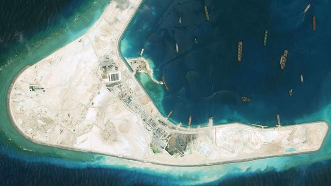 Một góc đá Subi đã bị Trung Quốc bồi lấp trái phép thành đảo nhân tạo ở quần đảo Trường Sa của Việt Nam