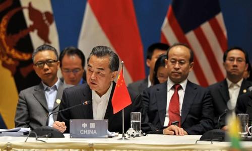 Vương Nghị trong cuộc họp với các Bộ trưởng Ngoại giao ASEAN tại Côn Minh