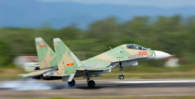 Chiếc Su-30MK2 số hiệu 8585 trước khi gặp nạn