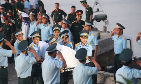 Đồng đội xúc động đón phi công Trần Quang Khải trở về đất mẹ