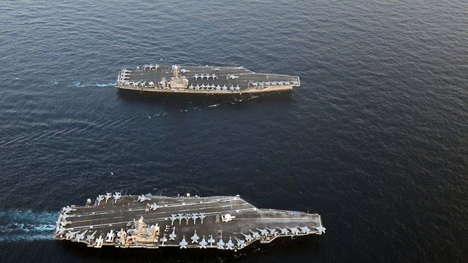 Hai tàu sân bay Mỹ đang tập trận rầm rộ ở sát Biển Đông thị uy