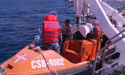 Việc tìm kiếm máy bay Casa-212 gặp nạn trên Vịnh Bắc Bộ vẫn đang diễn ra khẩn trương