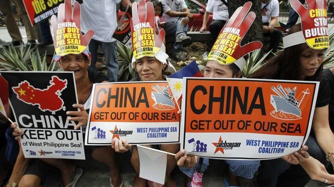 Người dân Philippines biểu tình phản đối yêu sách ngang ngược của Trung Quốc