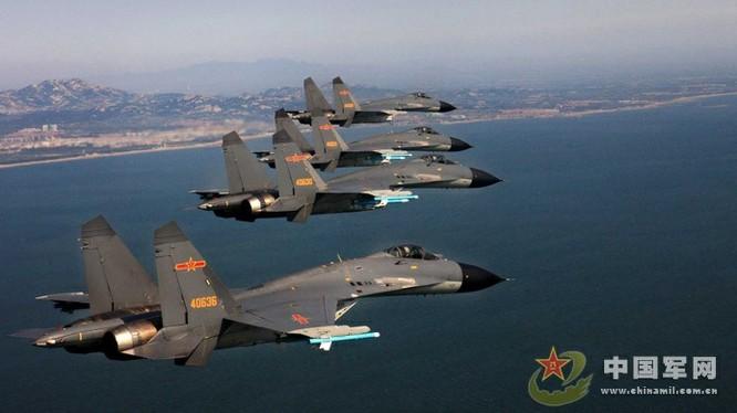 Phi đội chiến đấu cơ J-11B của Trung Quốc. Nước này đã triển khai J-11B tới quần đảo Hoàng Sa của Việt Nam