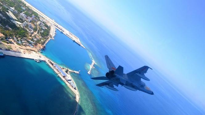 Chiến đấu cơ JH-7 của Trung Quốc hoạt động phi pháp ở Biển Đông