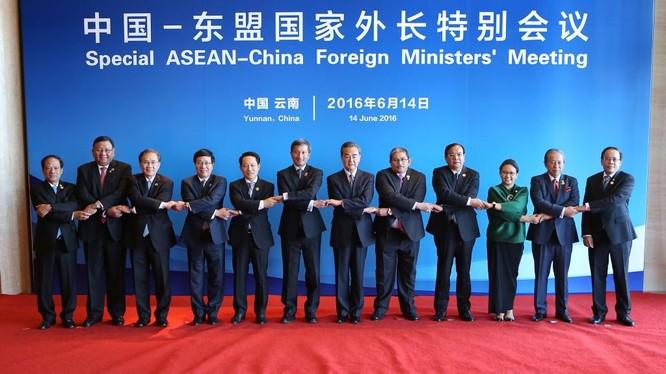 Các quan chức tham dự hội nghị đặc biệt Trung Quốc-ANSEAN, Vân Nam, Trung Quốc tháng 6 vừa qua