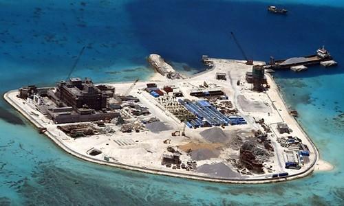 Đá Gạc Ma thuộc quần đảo Trường Sa của Việt Nam trong quá trình bị Trung Quốc bồi lấp, xây đảo nhân tạo phi pháp