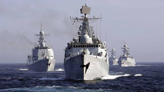Hải quân Trung Quốc vừa tổ chức đợt tập trận quy mô lớn chưa từng có ở Biển Đông, huy động cả 3 hạm đội