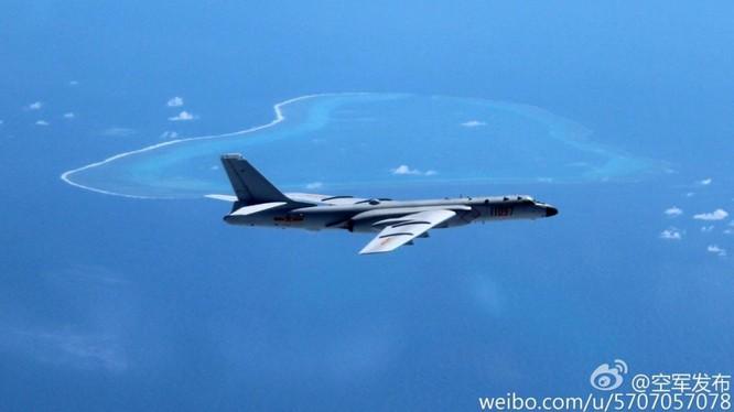 Trung Quốc khoe hình ảnh máy bay ném bom H-6K bay qua bãi cạn Scarborough