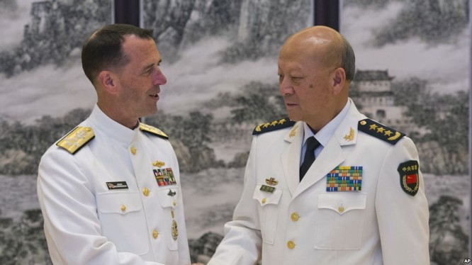 Tư lệnh hải quân Mỹ Richardson gặp tư lệnh hải quân Trung Quốc Ngô Thắng Lợi ở Bắc Kinh