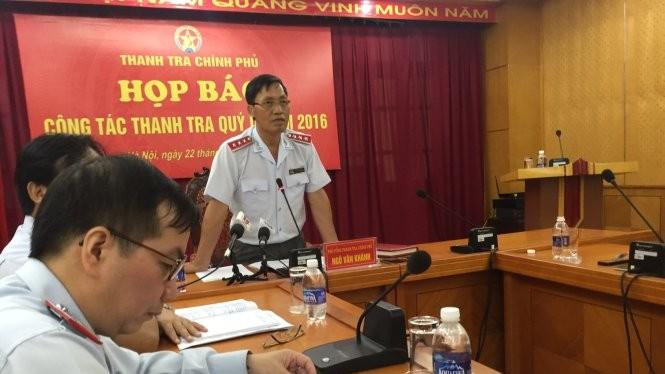 Ông Ngô Văn Khánh trả lời báo chí tại buổi họp báo