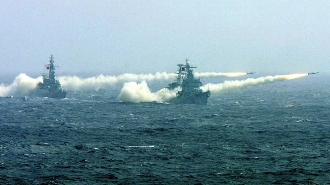 Chiến hạm Trung Quốc tập trận, phóng tên lửa trên biển