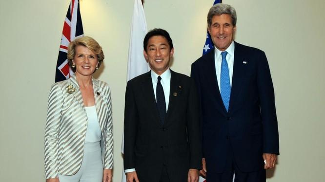 Ngoại trưởng Úc Julie Bishop, Ngoại trưởng Nhật Fumio Kishida và Ngoại trưởng Mỹ John Kerry