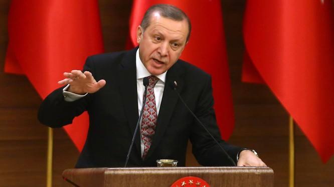Ông Erdogan mở đợt thanh trừng khốc liệt sau cuộc đảo chính hụt