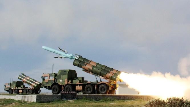 Tên lửa chống hạm YJ-62 của Trung Quốc khai hỏa trong một cuộc tập trận