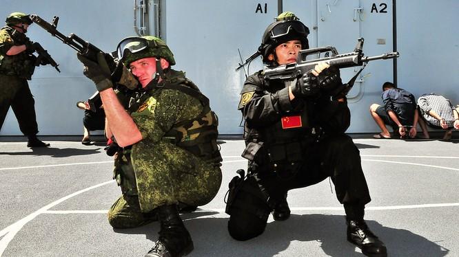 Nga được cho là chỉ tập trận chiếu lệ với Trung Quốc để không làm mếch lòng nước này