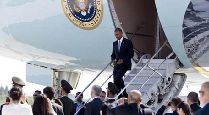 Tổng thống Mỹ Barack Obama bước xuống từ chuyên cơ Air Force One tại sân bay thành phố Hàng Châu, Trung Quốc, nơi tổ chức thượng đỉnh G20, ngày 3.9