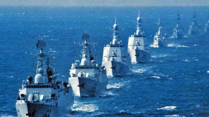 Chiến hạm hải quân Trung Quốc tập trận trên biển