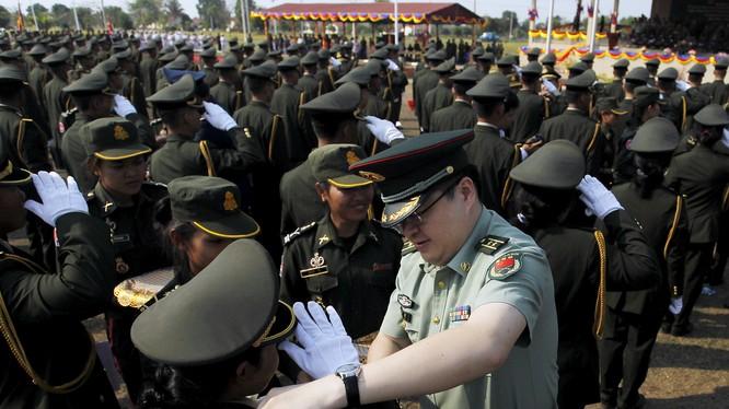 Trung Quốc không chỉ đầu tư mạnh về kinh tế mà còn giúp Campuchia hiện đại hóa quốc phòng