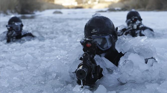 Đặc nhiệm Hàn Quốc huấn luyện trong điều kiện khắc nghiệt trên sông băng