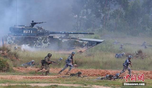 Binh sĩ Trung Quốc và Nga tập trận đổ bộ chiếm đảo