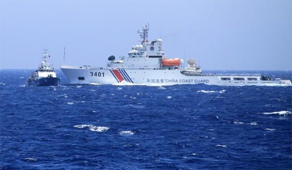 Tàu hải cảnh Trung Quốc hung hăng đâm húc tàu cảnh sát biển Việt Nam trong cuộc khủng hoảng giàn khoan Hải Dương 981 năm 2014