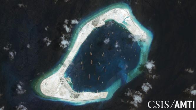 Đá Xu bi ở quần đảo Trường Sa đã bị Trung Quốc bồi lấp trái phép thành đảo nhân tạo với đường băng, nhà chứa máy bay và các công trình quân sự