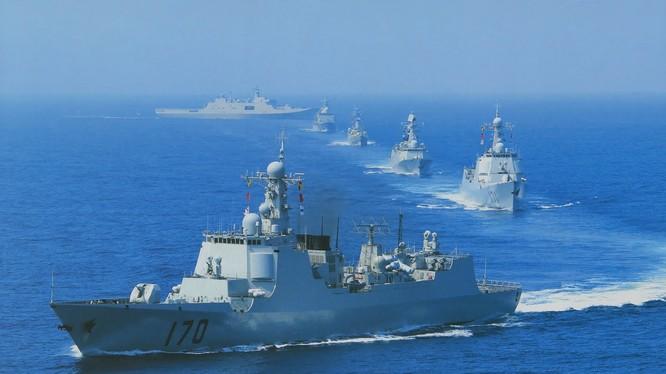 Chiến hạm hải quân Trung Quốc dàn đội hình tập trận trên biển