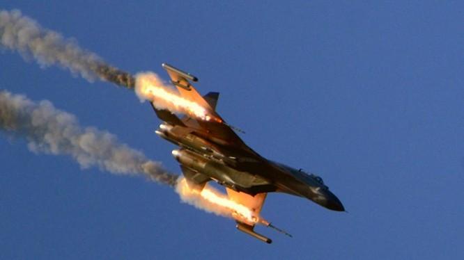 Chiến đấu cơ Trung Quốc khai hỏa vào mục tiêu trong cuộc tập trận