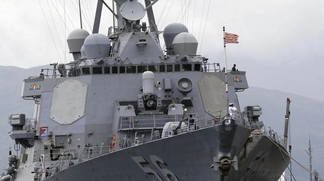 Khu trục hạm Mỹ John McCain đã cập cảng Cam Ranh của Việt Nam