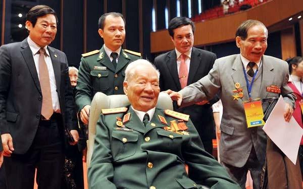 Sáng nay, 2/2, nguyên Chủ tịch nước Lê Đức Anh đã đến dự lễ kỷ niệm 85 năm ngày thành lập Đảng tại Hà Nội. Ảnh: Thủy Ngọc