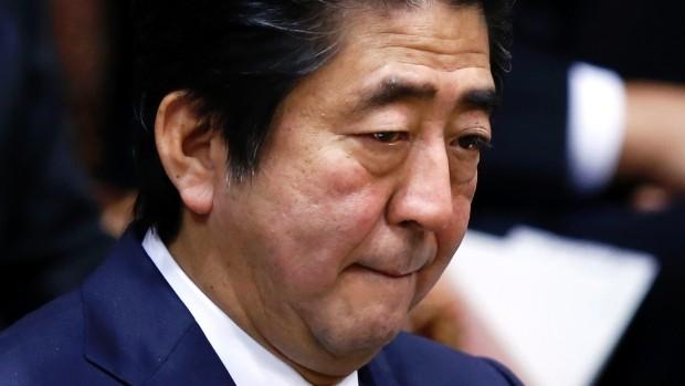 Thủ tướng Abe phát biểu tại Ủy ban Ngân sách Hạ viện ngày 2/2. Ảnh: Reuters
