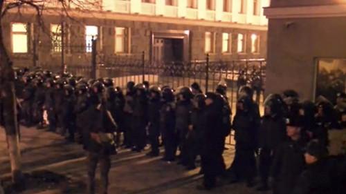 Lực lượng an ninh Ukraine bảo vệ dinh Tổng thống