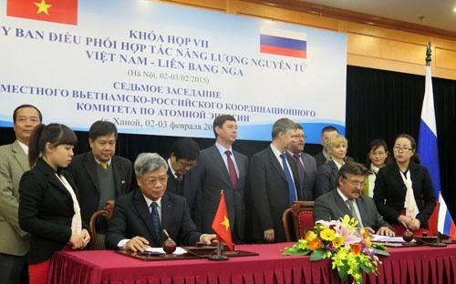 Lãnh đạo Bộ Khoa học và Công nghệ cùng đại diện Rosatom ký bản thoả thuận ghi nhớ hợp tác truyền thông.