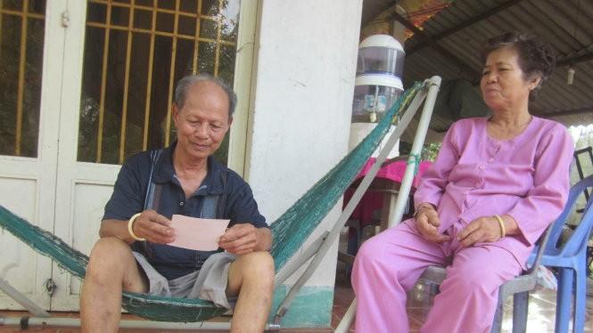 Ba mẹ của anh Võ Văn Minh cho biết đến bây giờ vẫn không rõ anh Minh bị bắt vì tội gì - Ảnh: H.Thủy