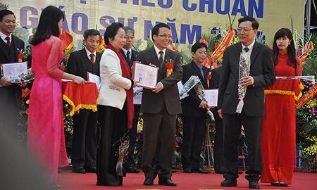 Có 59 người được trao giấy chứng nhận đạt tiêu chuẩnchức danh giáo sư năm 2014. (Ảnh: Văn Chung)