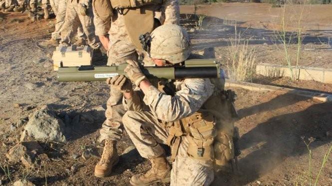Quân đội Mỹ sử dụng tên lửa chống tăng hạng nhẹ M-72 - Ảnh: Military.com