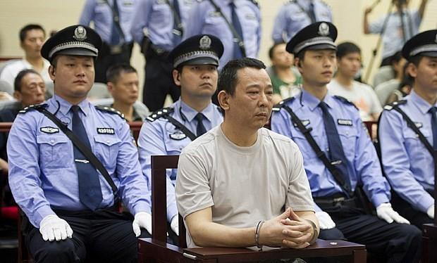 Lưu Hán thẫn thờ khi nghe quyết định của tòa án.