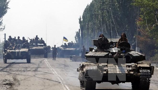 Xe tăng quân đội Ukraine tiến vào thành phố Kramatorsk, miền Đông Ukraine. (Nguồn: AFP/TTXVN)