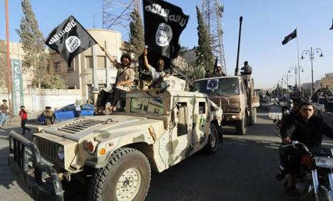 IS có ít nhất 4 nguồn cung tài chính lớn gồm bán dầu mỏ, buôn cổ vật, bắt cóc đòi tiền chuộc và buôn người. Ảnh: Reuters