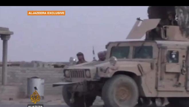 Lực lượng IS tấn công trên xe Humvees