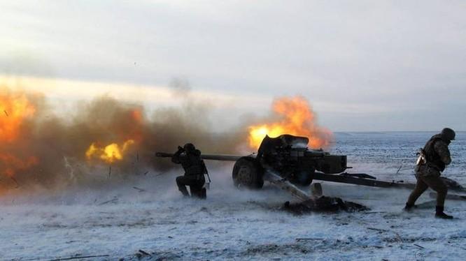 Pháo binh của lực lượng dân quân khai hỏa