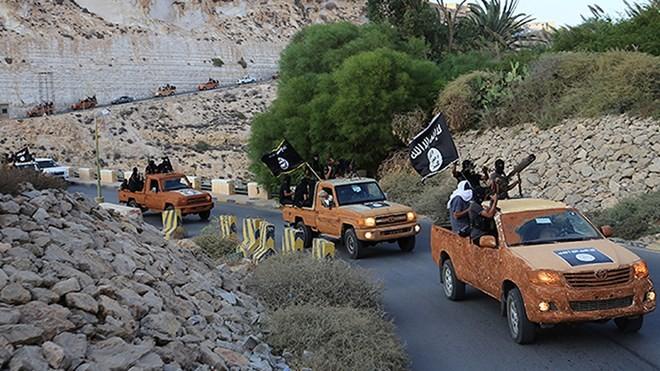 Các chiến binh IS ở Derna, miền đông Libya.