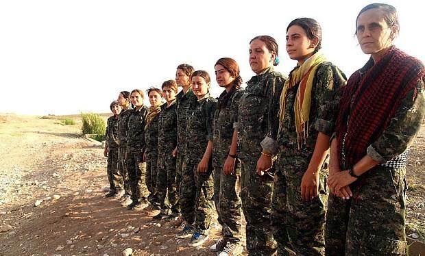 Các nữ chiến binh người Kurd đang được đào tạo để chống lại nhóm khủng bố Nhà nước Hồi giáo tự xưng IS ở Iraq