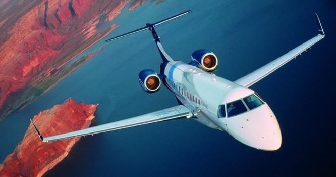 Chiếc máy bay này có trọng lượng 16.000 kg, dài 26m, có thể đạt tốc độ tối đa là 834 km/h.