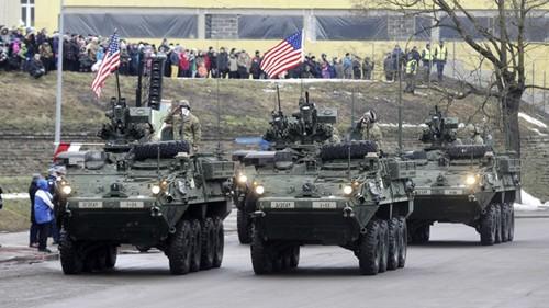Xe quân sự Mỹ tại Narva. Ảnh: Reuters